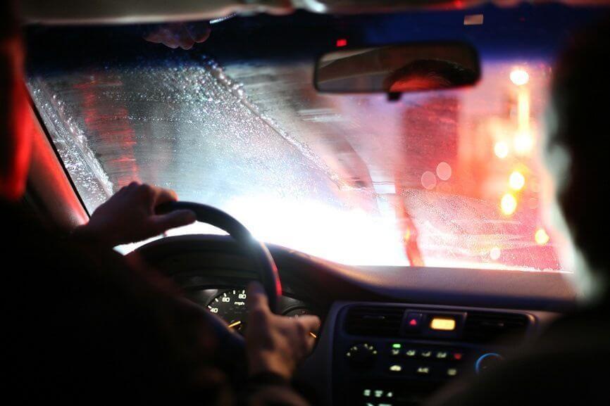 потеет стекло в машине изнутри