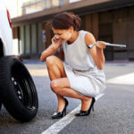 Как отремонтировать пробитое колесо своими силами в дороге?